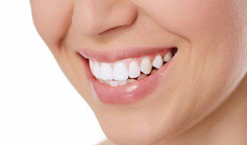 Photo de dents bien propres et alignées